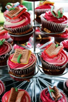 Cupcakes for Bookworms by peeka85