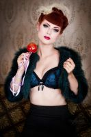 Candy apple queen3 by GretelMaCabre
