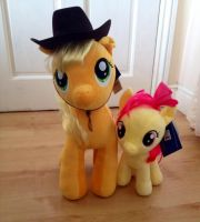 Applejack and Apple Bloom Teddy by extraphotos