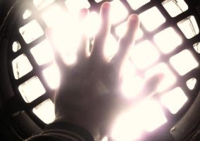 untitiled yet glowing hand. by TuNages