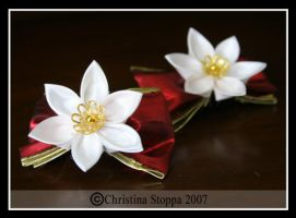 White Poinsetta Pair by Kurokami-Kanzashi