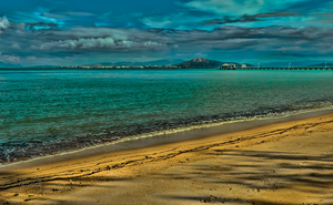 Townsville from Picnic Bay by vanndra