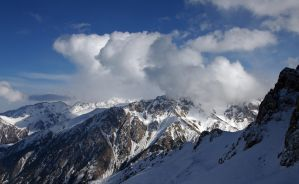 Snow, mountain and clouds by voldemometr