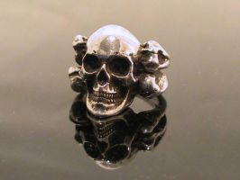 Skull and Cross Bones ring by Collective-Devations