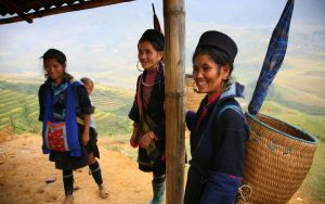 Smiling sellers of Sapa by Suppi-lu-liuma