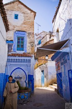 Chefchaouen: winding streets by Mgsblade