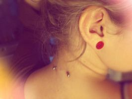 New piercing - Neck piercing by Mayiaaa