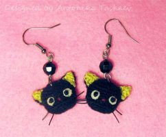 Crocheted Choco cat earrings by lovebiser