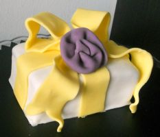 Basic gift-wrapped cakelet by Efreet-in-the-Oven