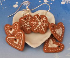 Gingerbread Cookies by DeliciousTrickery