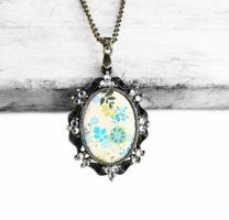 Vintage Style Bronze Flower Pattern Resin Necklace by crystaland