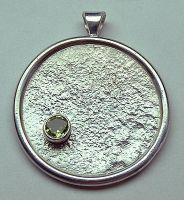 Reticulated Silver Pendant by Utinni