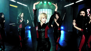 [GIF] Sunny - Flower Power MV by imawesomeee03