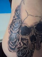 Skull And Roses Tattoo by AmeliaEerie