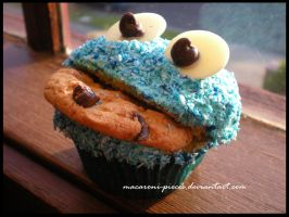 Cookie Monster Cupcakes by Macaroni-Pieces