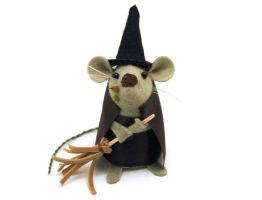 Gwendolyn the Witch Mouse by The-House-of-Mouse