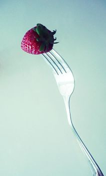 Red strawberry by ioannaa