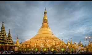 Shwedagon Pagoda by tmz99