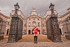 The Guard - London, England by RichardNohs