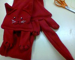 Red Kitty Scarf - Fleece by Yorulla