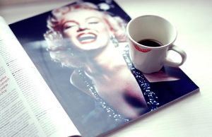 .Morning coffee with Marylin. by Psychosomaticc