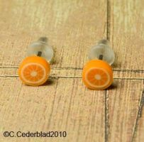 Cute little orange earrings by skuggsida