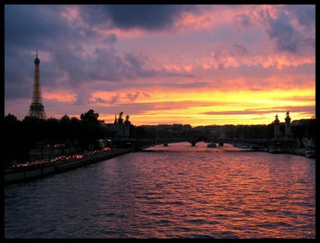 Sunset over the Seine by waflar
