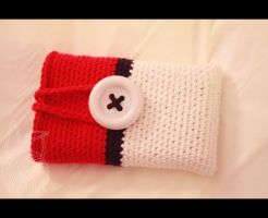 Pokeball 3DS Case by theyarnbunny