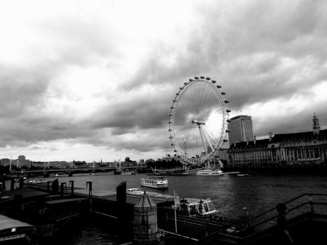 A look at the London Eye(2) by FunnyPoison
