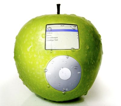 Apple iPod 2 by RedWorks