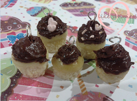 Chocolate scented cuppycake charms by ilikeshiniesfakery
