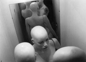 Mannequin by contralapared
