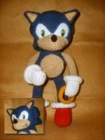Sonic plush by W0IfDreamer