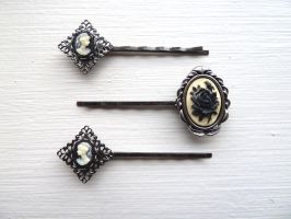 Collection of 3 bobby pins by Lincey
