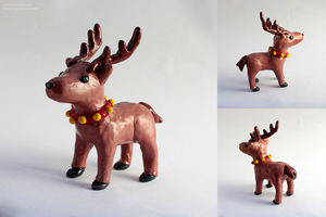 Holiday Reindeer by yingmakes