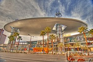 Saucers in Vegas by Hollinger