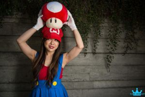 Female Super Mario Cosplay (Gender Bender) by lillybearbutt