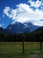 Mount Robson by kalicobay