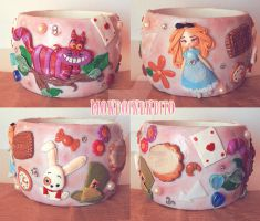 wooden bangle Alice in wonderland themed by mondoinundito