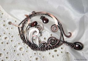 Floral copper garnet shawl pin by Egarimea