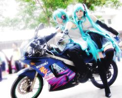 Vocaloid : Miku and Mikuo -2- by basilicum84