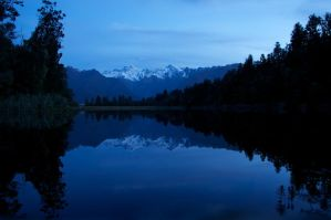 Dusk over Lake Matheson by silverfernn