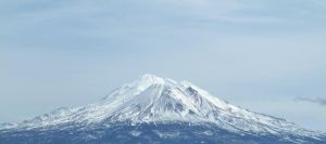 Mt. Shasta by lupagreenwolf