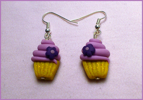 Cupcake earrings by CookingMaru