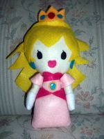 Princess Peach Plushie by sarahmariem