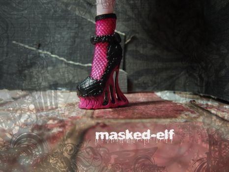 Making stepping in gum fabulous for 1600 years by masked-elf