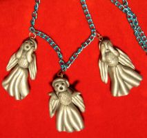Weeping Angel necklace by StregattaPuponzi