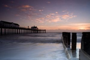 Pier and Groyne by henroben