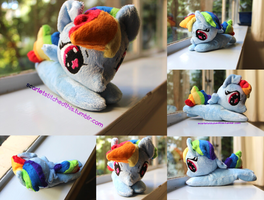 Bright Eyed Chibi Rainbow Dash by Scarlet-Songstress