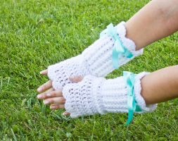 Lolita style armwarmers by theaquallama